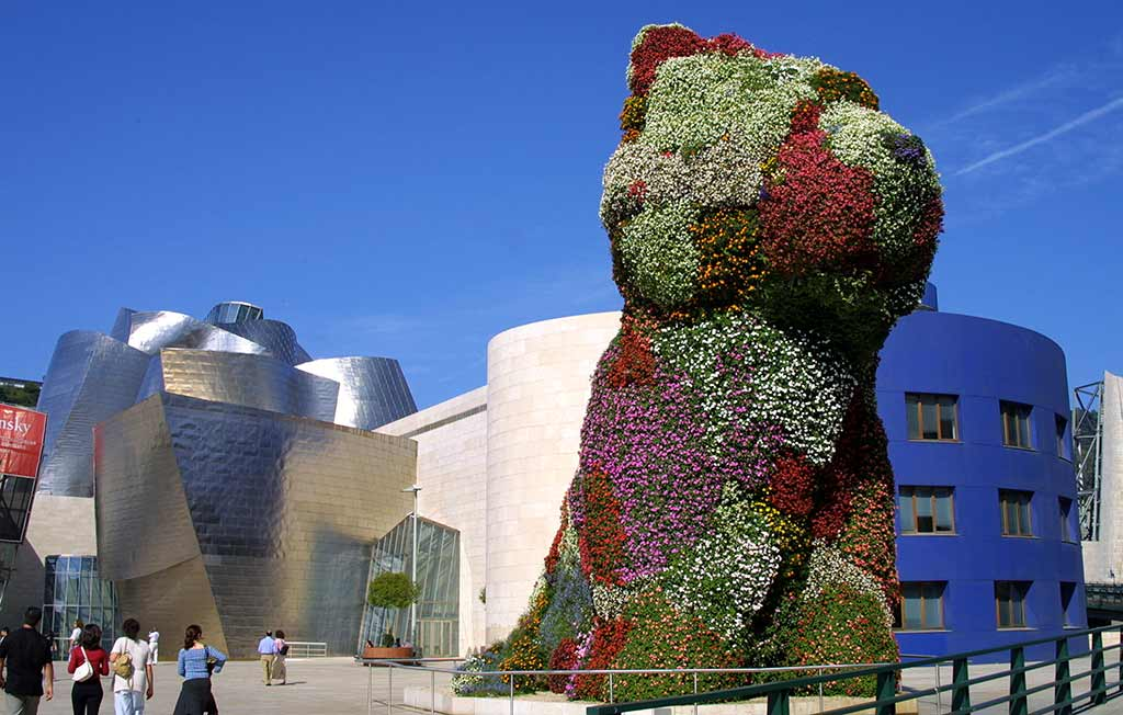 Bilbao-Guggenheim-and-Puppy-(USAC-Spain)-pd