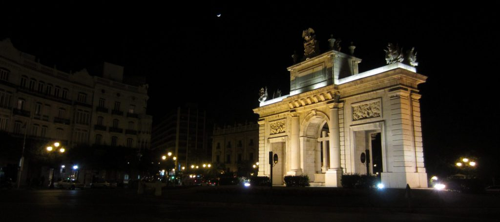 architecture in valenica at night