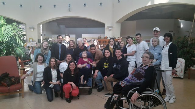 USAC students at assisted living home