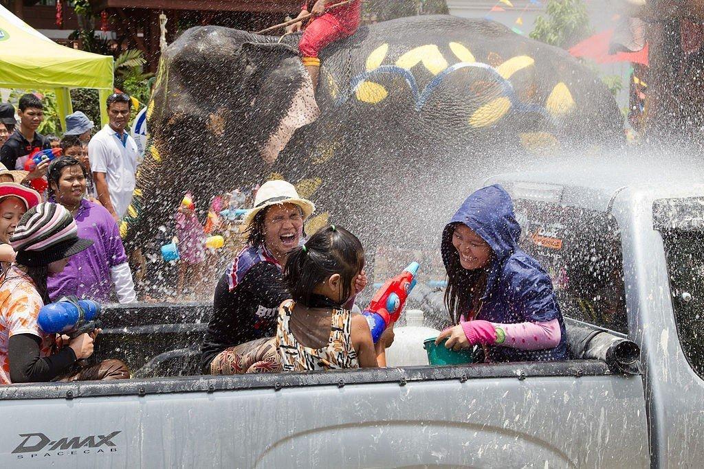1024px-Songkran_3_-_Ayutthaya