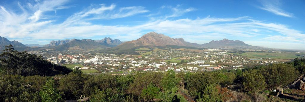 Stellenbosch fan Papagaaiberch grut (by Fmalan creative commons)