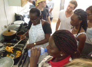 accra ghana cuisine workshop - learning how to fry plantain