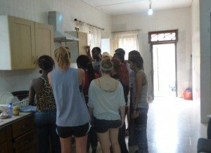 accra ghana cuisine workshop - learning how to make fried rice