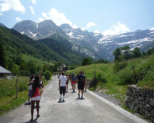 hike in gavarnie pyrenees