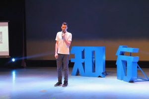 chinese-ted-talk-on-stage