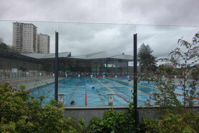 City pool in Pau with indoor and outdoor pools open year-round