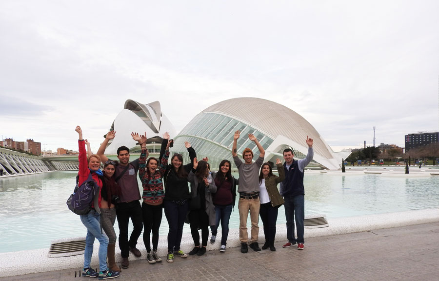 Students in front of the Valencia City of Arts and Sciences