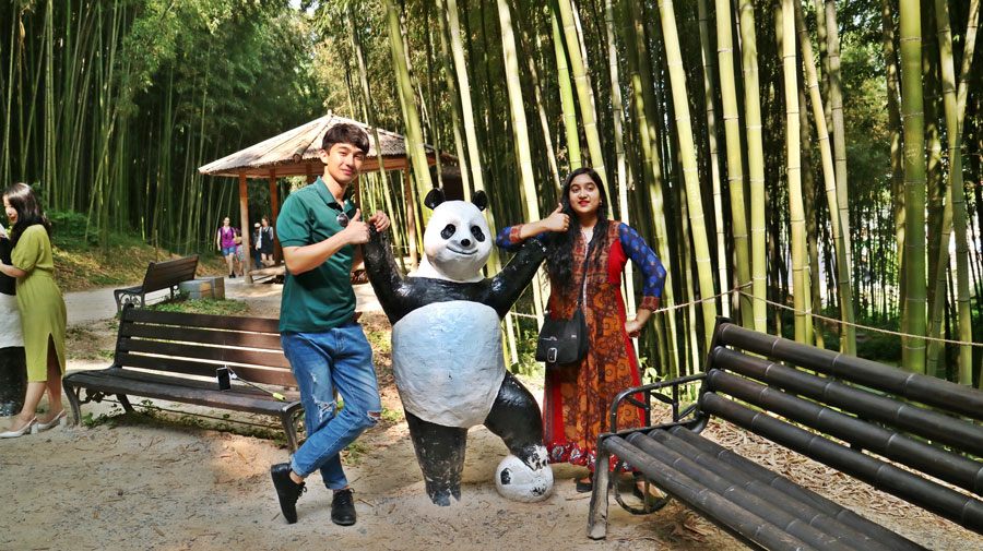 USAC Korea students on a field trip during a study abroad in Gwangju