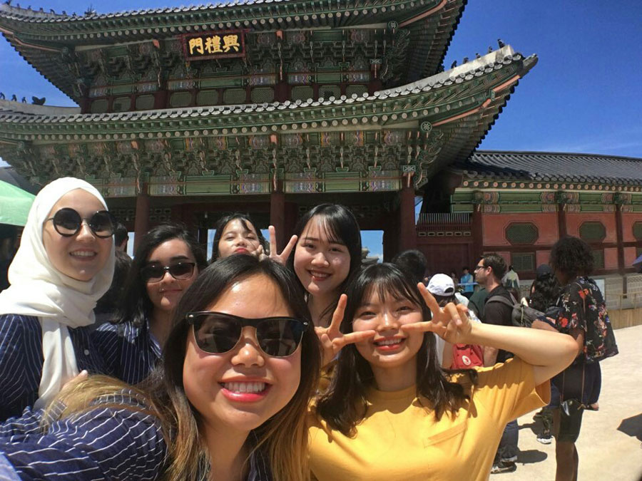 Students explore Seoul city during a study abroad with USAC in Seoul, South Korea