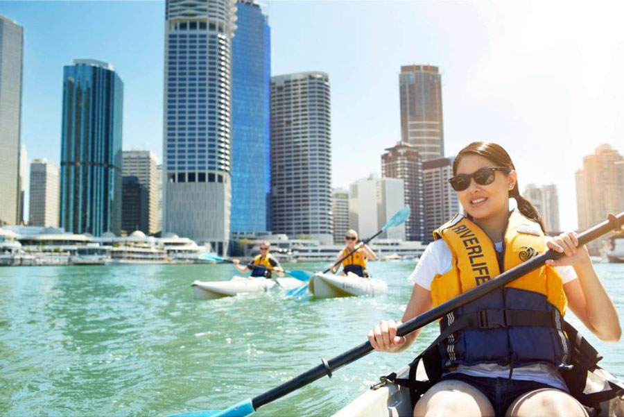 Kayaking on the Brisbane river is an activity that study abroad students can participate in during a study abroad in the Gold Coast