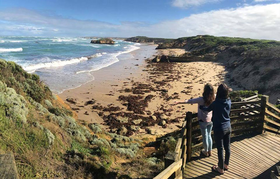 Students exploring the Great Ocean Road during study abroad in Melbourne, Australia