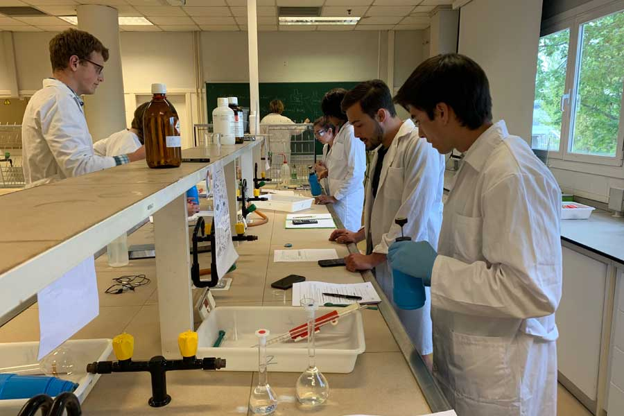 Students participate in a chemistry lab during a study abroad in Valencia, Spain